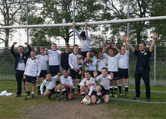 Kampioenen verwelkomd met 'We are the Champions'