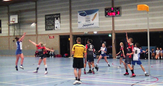 Moeizame start DVS teams zaal